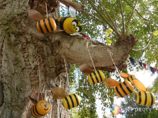 Пчелки из бутылок - Декоративные пчёлы из пластиковых бутылок: как сделать своими руками