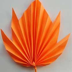 кленовый листик из бумаги