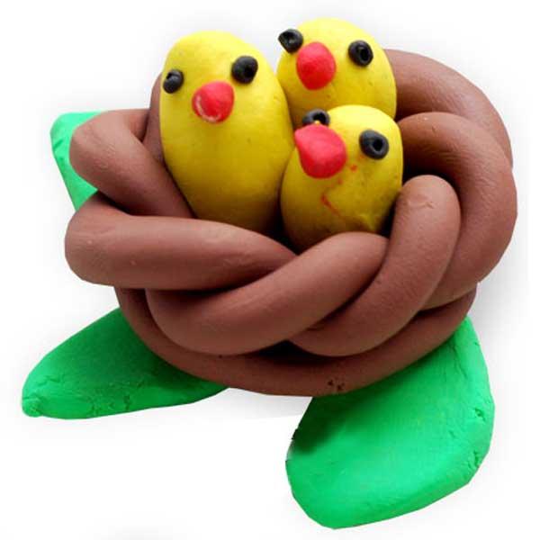 гнездо с птенчиками из пластилина