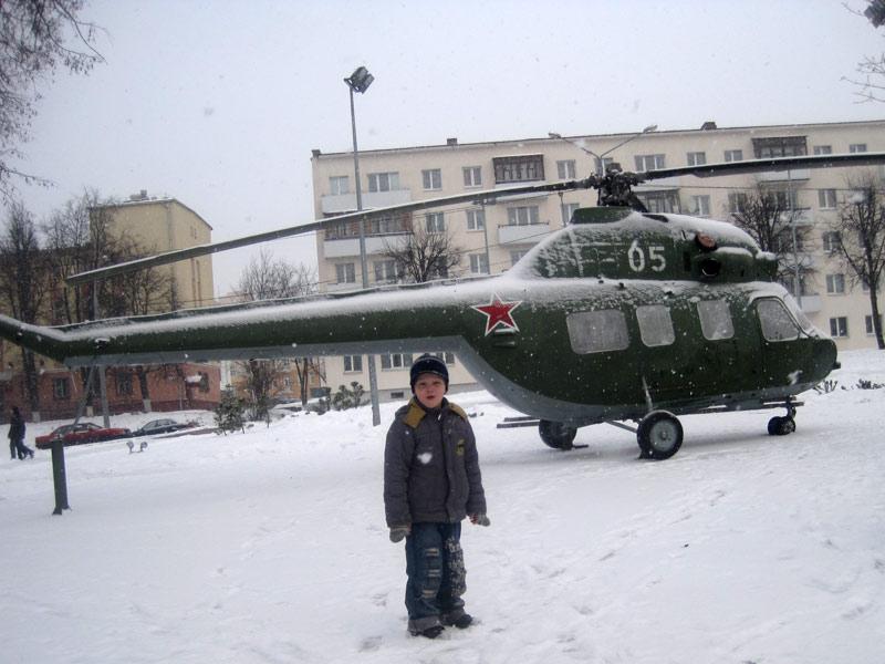 Вертолеты у площади Победы