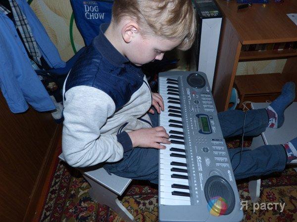 Данила и синтезатор