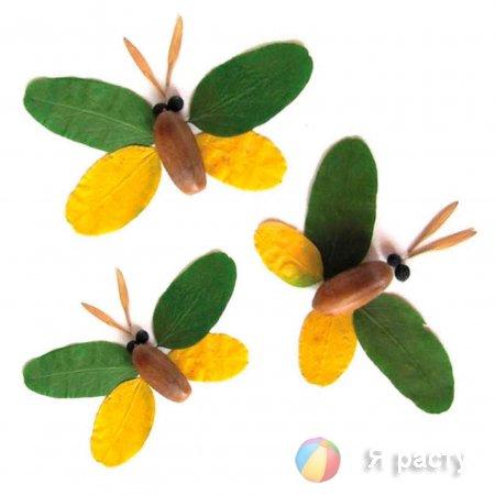 бабочка из листьев